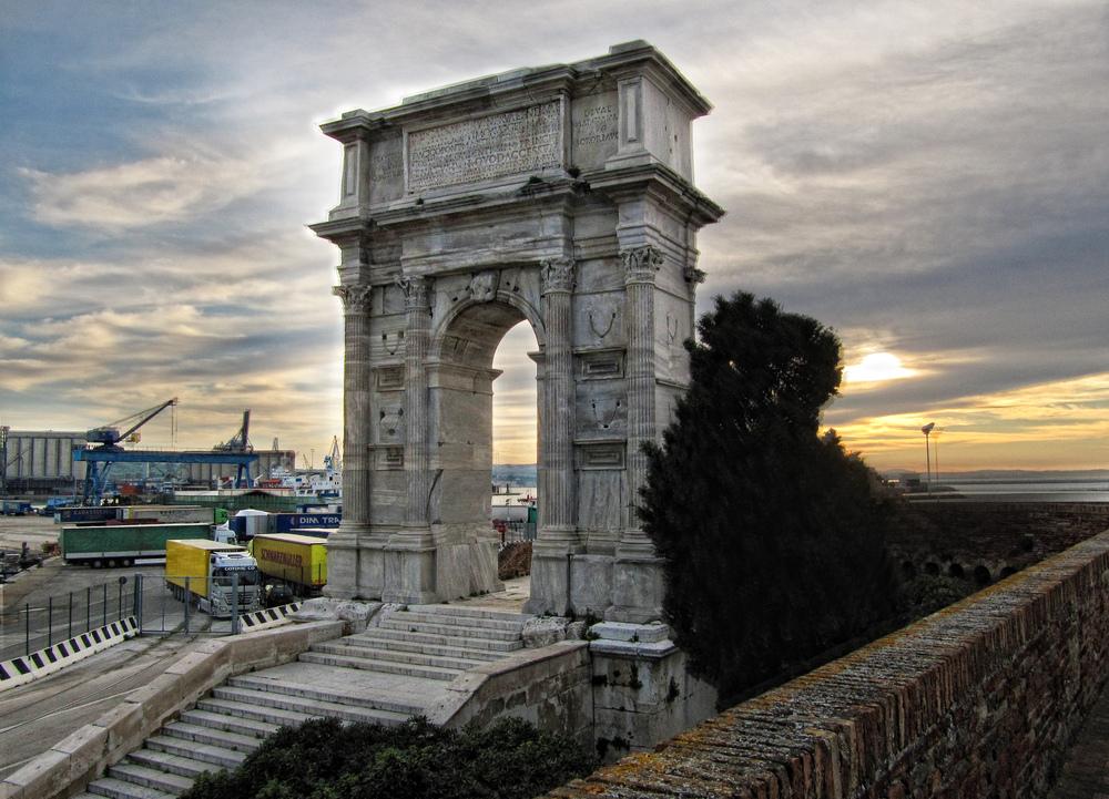 arch-of-trajan-ancona